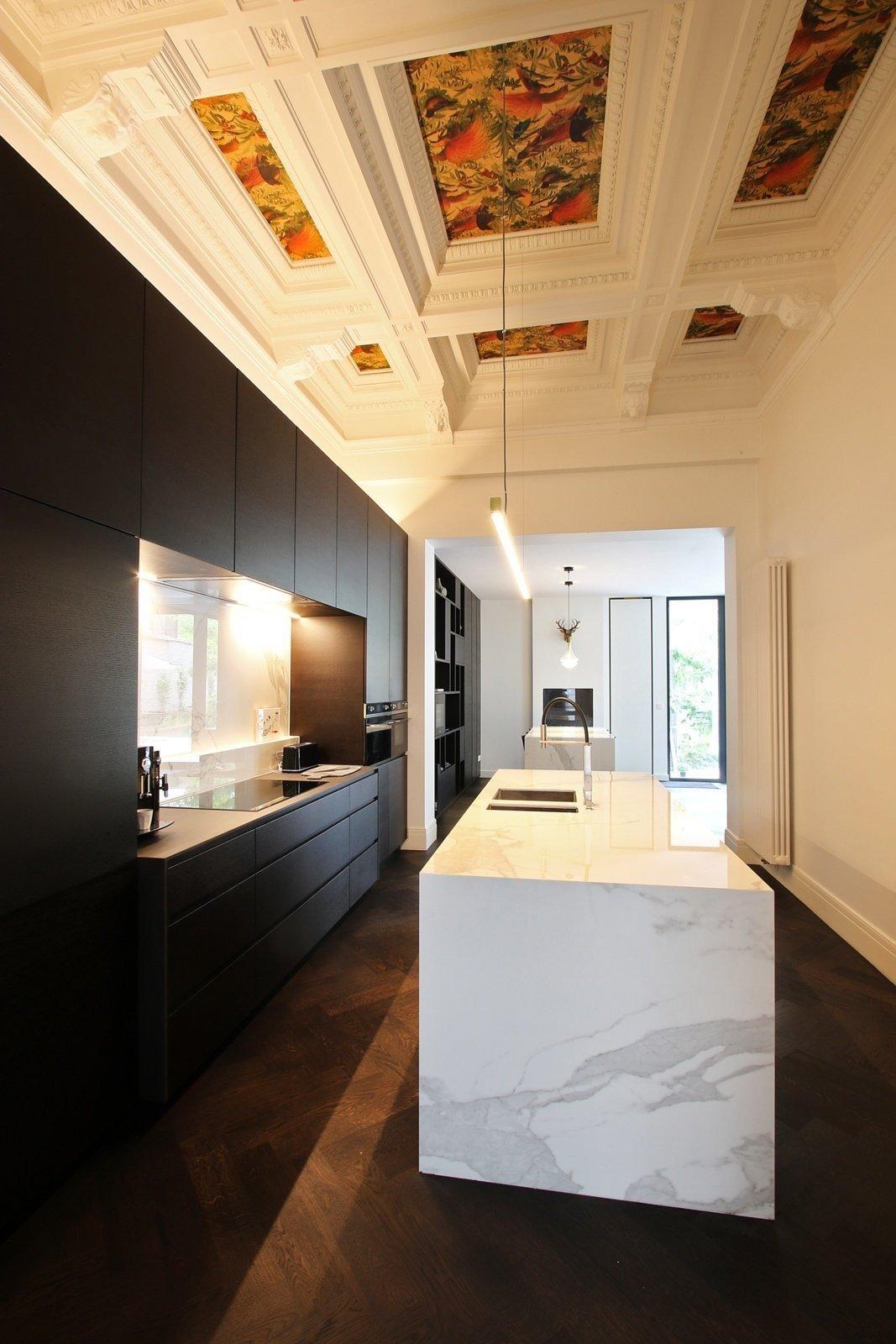 Moderne keuken en bijkeuken